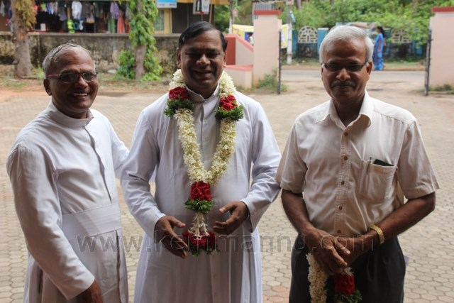 Fr. Victor D'Souza takes charge as Parish Priest of Kemmannu, Fr. Ferdinand departs to Pangala.