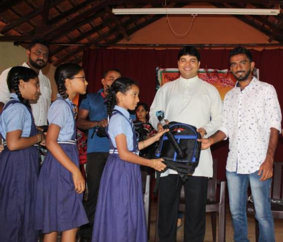 ICYM Gantalkatte unit distributes bags and umbrellas