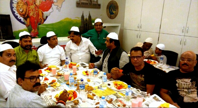 Grand 'Roza Iftar Party' organized by Film Studios Setting & Allied Mazdoor Union