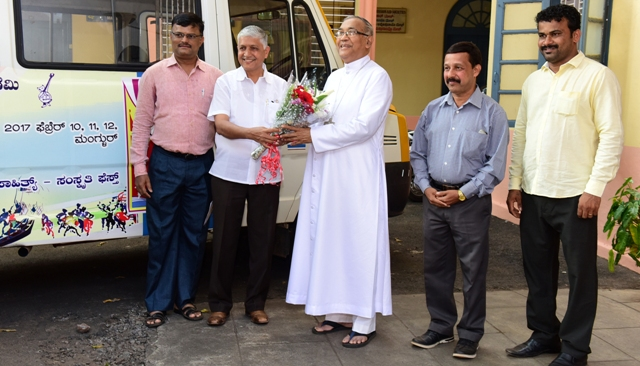 Bishop of Mangalore Diocese felicitates Konkani Lokotsav – 2017 team