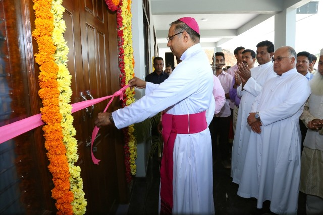 Bishop Peter Paul Saldanha inaugurates Sports Indoor Stadium at Sacred Heart College Madanthyar