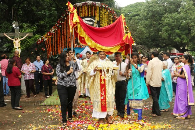 Secred Heart Church Konnani Parisheoners of (Mahakali) Andheri Celebrated Nativity