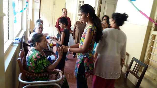 Kallianpur: Milagres B ward members visit home for the aged at Goretti hospital.