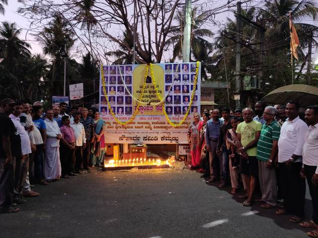 Kemmannu Sauharda Samiti paid tributes to the Martyred CRPF Soldiers.