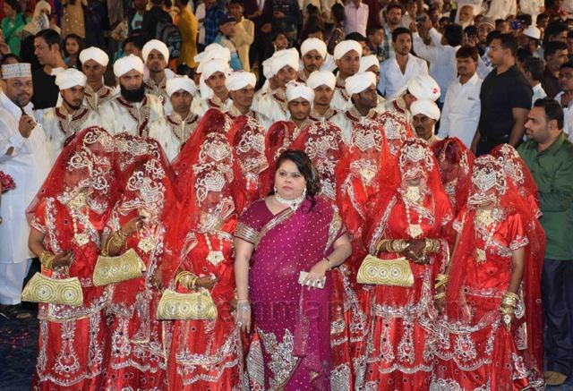 21 Muslim couples tie knot In Mass Marriage Ceremony In Mumbai ...
