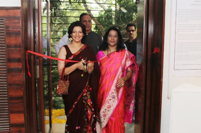 'Soul in Stone' Painting Exhibition Inaugurated by renowned film Actress Madhur Velankar – Satam