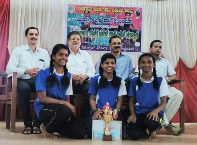 Milagres  Kannada medium High Schools girls  winners and MIlagres English Medium High School Boys winners in  Udupi Taluk Level Badminton Tournament