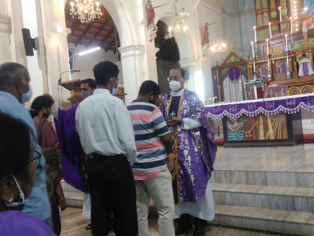 Milagres Cathedral, Kallianpur observes Ash Wednesday with devotion