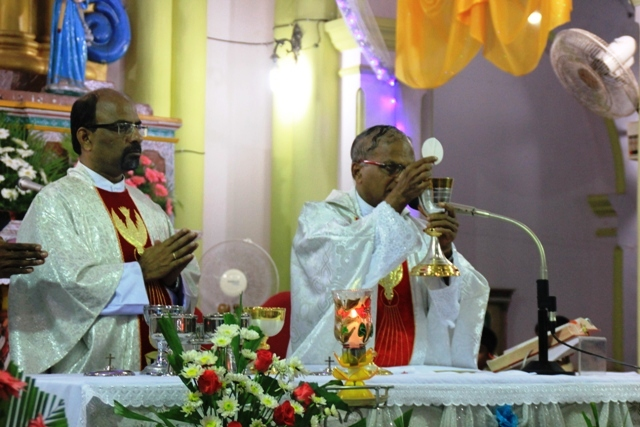 Kemmannu Parishioners welcome New Year 2017 with prayers.