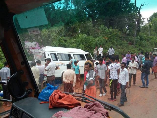 Sullia: Kundapur family returning from Velankanni meets with accident, 9 injured