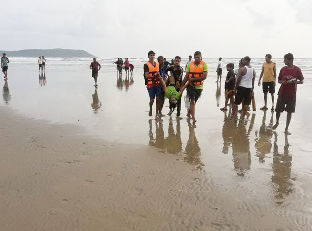 Five of Borivali family drown at Ratnagiri beach
