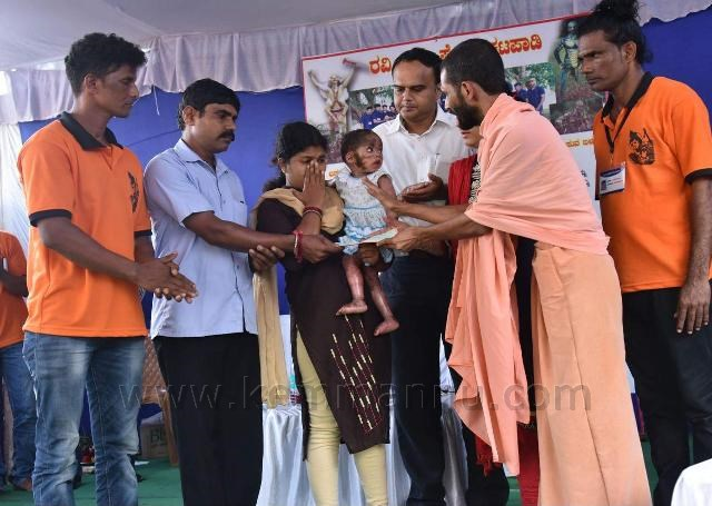 Udupi: Artiste Ravi Katpadi and Bhagavathi Nasik troupe donate money to needy
