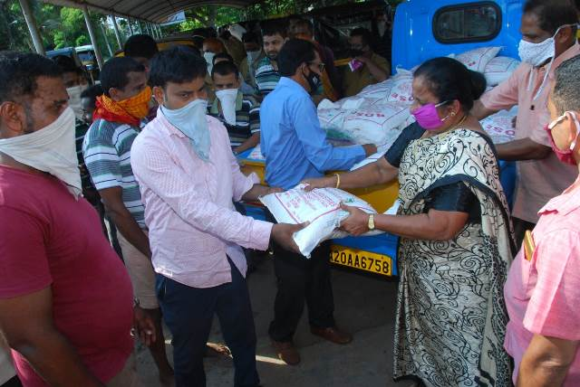 Rice and Masks distributed to 100 rickshaw and tempo drivers in Hejamady