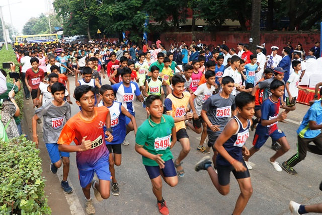 11,706 school students ran at the 158th Minithon held by Ryan Group