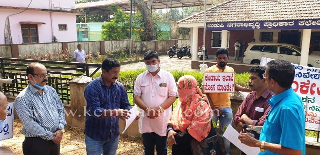 Udupi: Land scam victims protest in front of city development authority office