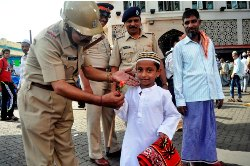 Eid-ul-Fitr celebrated in India with prayers for peace, feasting