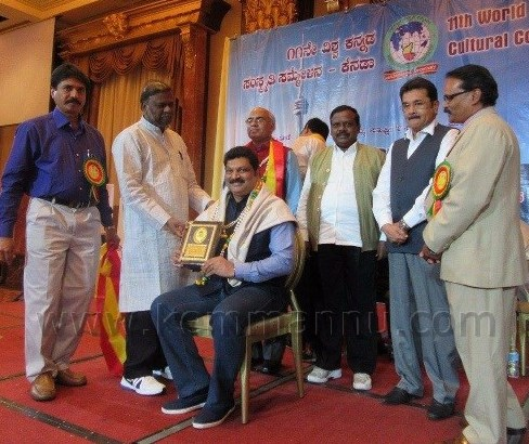 Canada: Chilly Willy  Sathish Crowned with Vishwa Manava Award at World Kannada Convention.