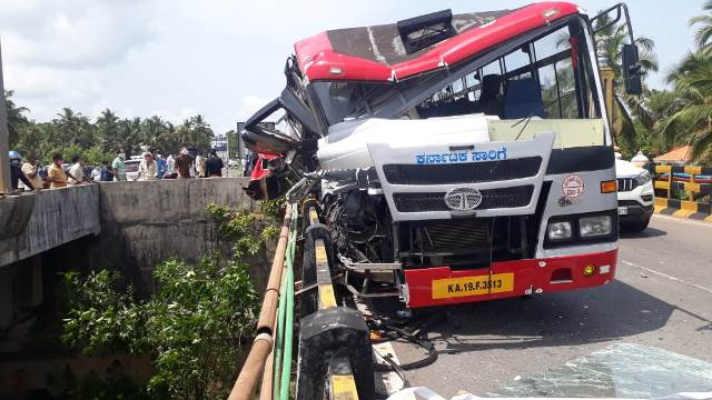 KSRTC bus from Mangaluru meets with accident at Udupi, passengers injured