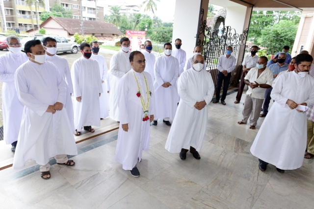 Change of guard - Fr Roque D'Sa takes charge as the new Parish Priest of Valencia Church