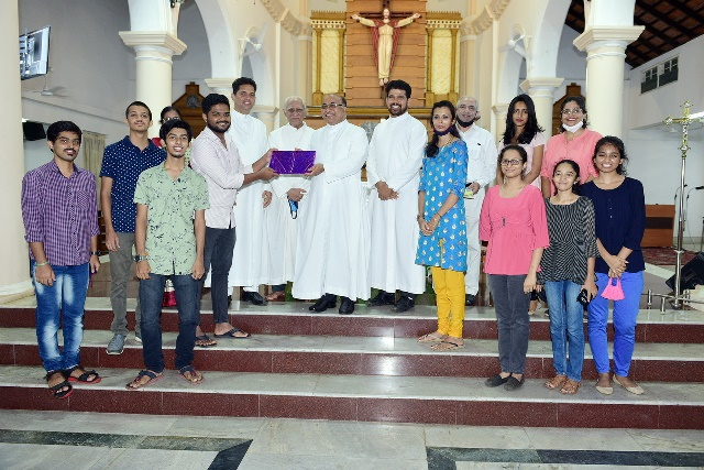 Valencia Parishioners bid adieu to Fr James D'Souza