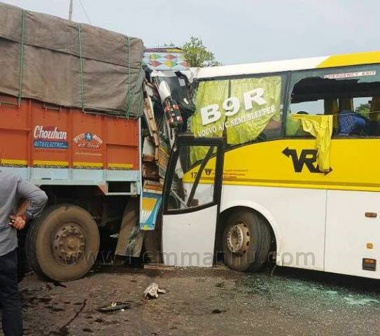 VRL Bus-truck collision at Bhatkal, 7 critically injured.