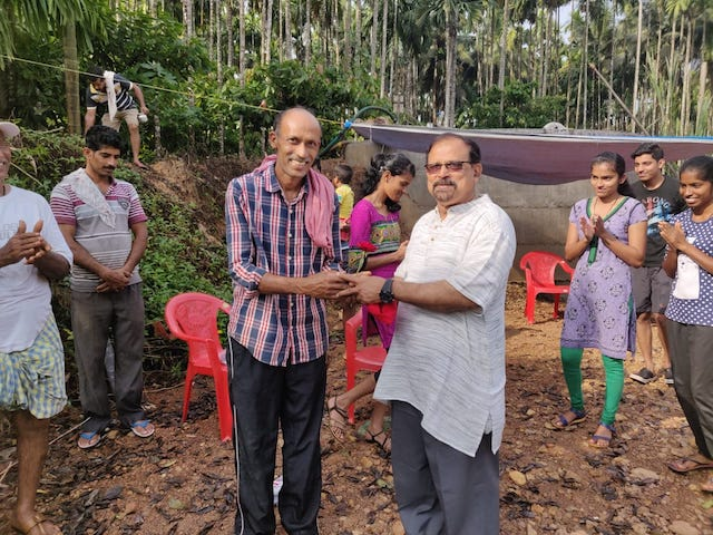 ICYM Madanthyar Unit helps Sonandur villagers in constructing temporary mud barrier