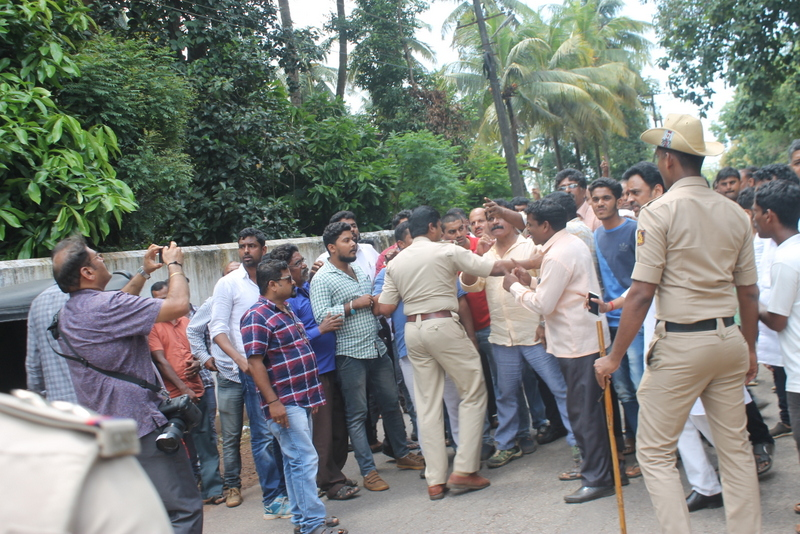 Udupi: Police resort to lathi-charge as Congress and BJP workers fight - Section 144 till 6.00 AM