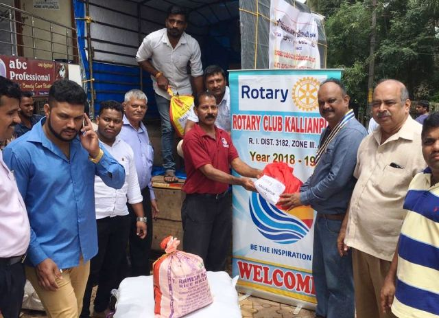 Citizens join hands to help flood victims in Kodagu, Kerala - Rotary Kallianpur delivers goods in Kodagu.