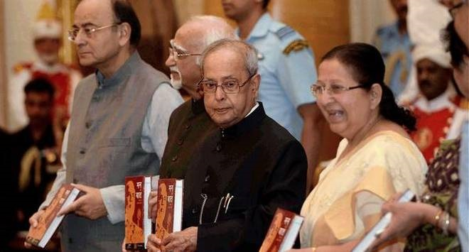Pranab finds traits of Nehru, Indira in Modi