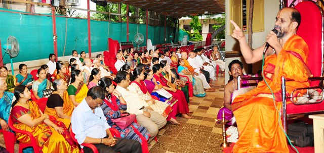 Mumbai: Putthige mutt chief priest visits Adamaru mutt