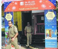 Armed gang loots bank in Chennai