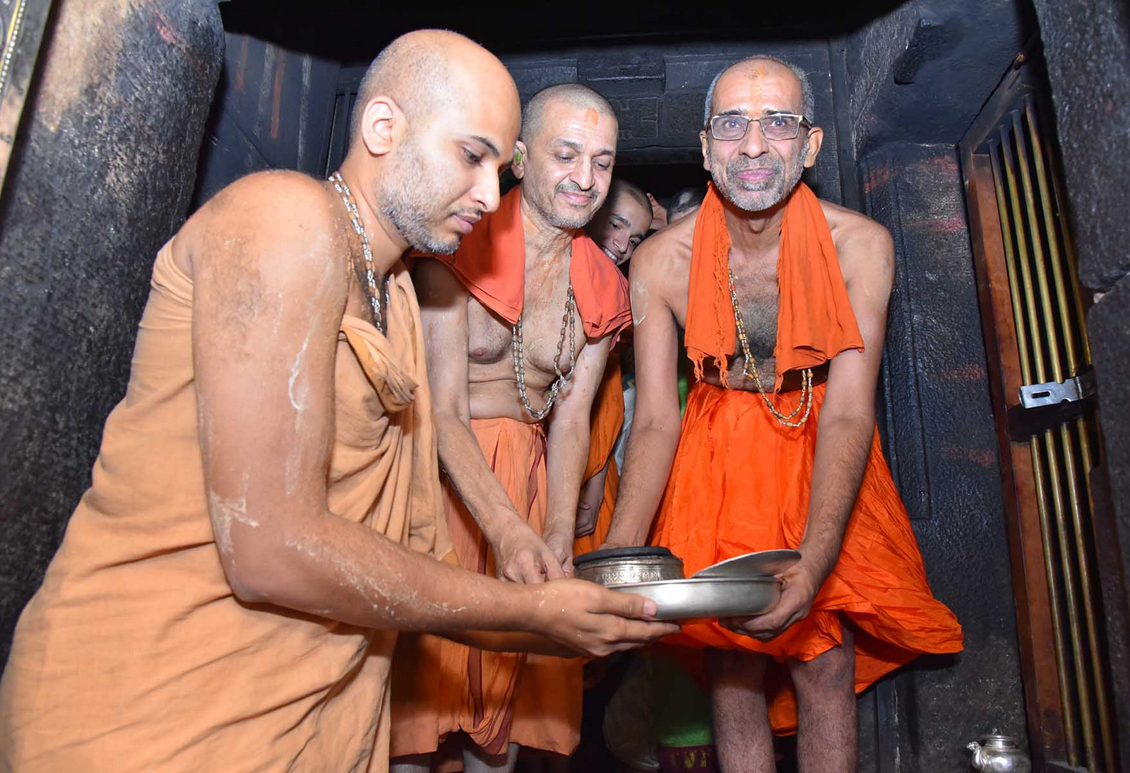 Sri Ishapriya Theertha Swamiji ascends the Sarvajna Peeta of Sri Krishna Math