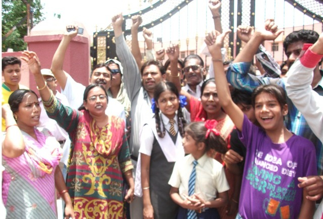 Poor Catholics Protest In-front of a Catholic School in Bhopal