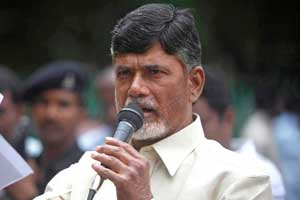 Telagana turmoil: Naidu refuses IV drip, wants to continue fast in hospital