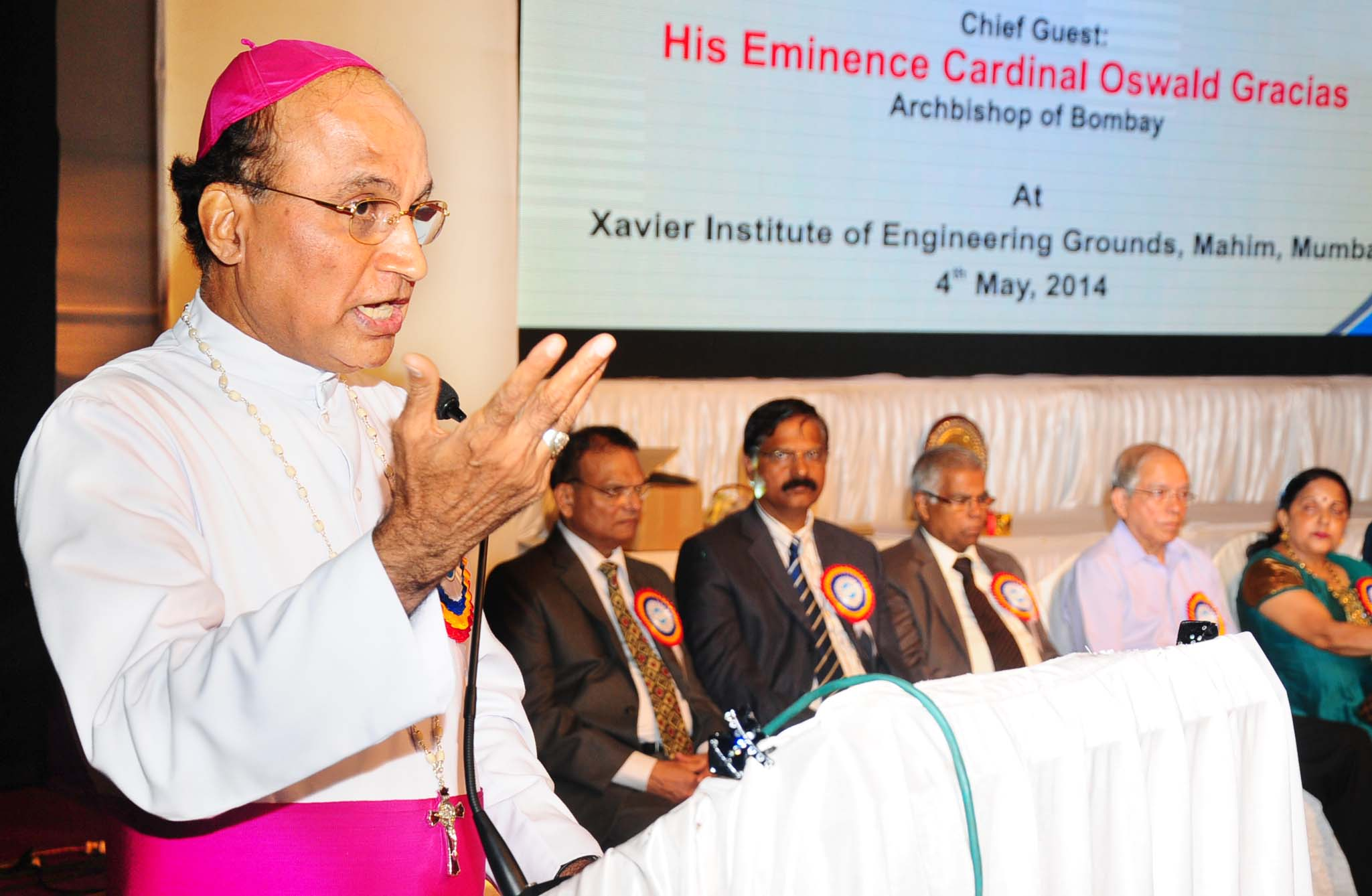 Photo Album : Mumbai Cardinal Gracias honours Udupi bishop Dr Gerald Lobo
