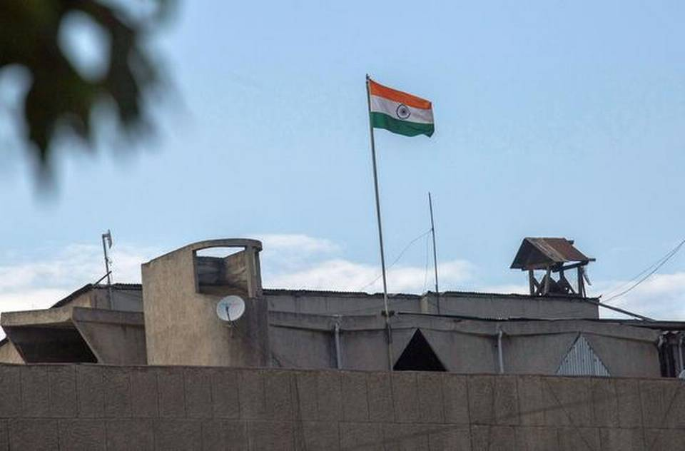 Kashmir's Civil Secretariat lowers separate Jammu and Kashmir flag after 67 years