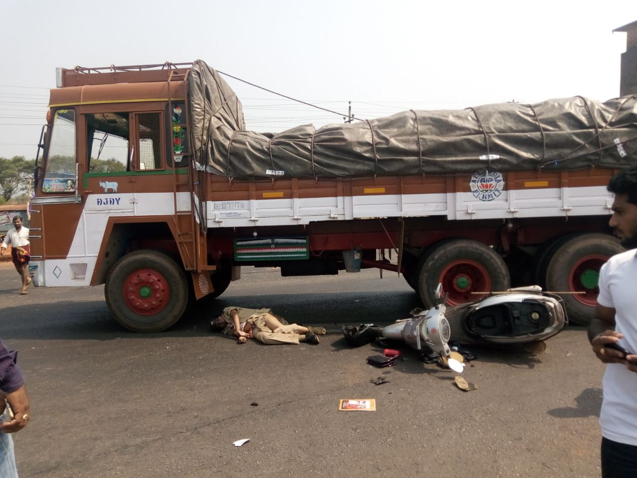 A speeding truck hit two wheeler at Murdeshwar - police constable killed on the spot