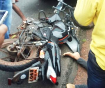 A 24 year old youth dies in mobike and KSRTC bus collision