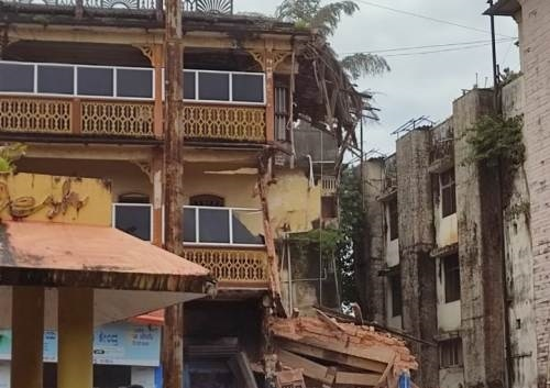 Udupi: Building near Chittaranjan circle collapses, two shops damaged