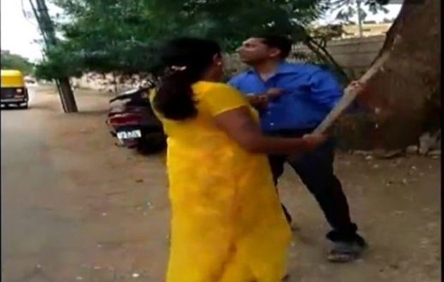 Woman thrashes manager for allegedly seeking sexual favours