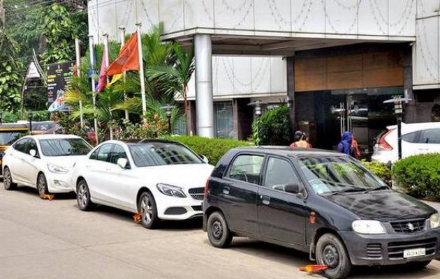 Police locks cars parked outside marriage hall