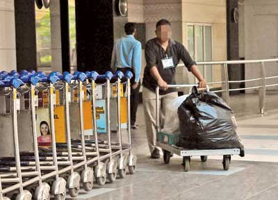 Airport employees helped smuggler by taking out the trash