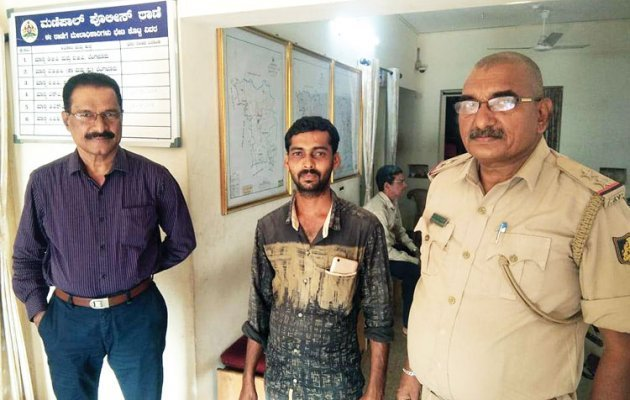 Honest delivery boy: Purse, gold ornaments returned