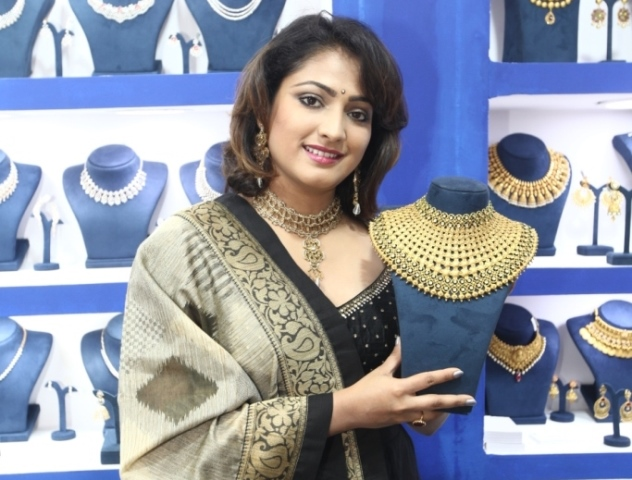 Cine Actress Hari Priya Inaugurates Asia Wedding Fair 2019
