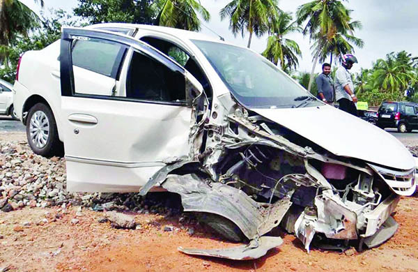 Kaup: Lucky escape for car passengers in a head on collision between car-lorry