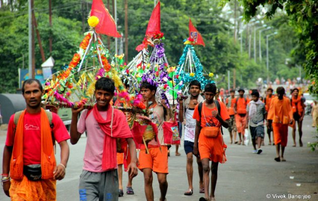 Muslims take part in annual Kanwar Yatra from UP village to Baba Dham in Jharkhand