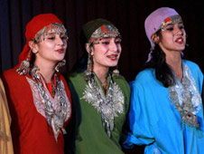 Kashmiri Mulsim religious group issues dress code for tourists
