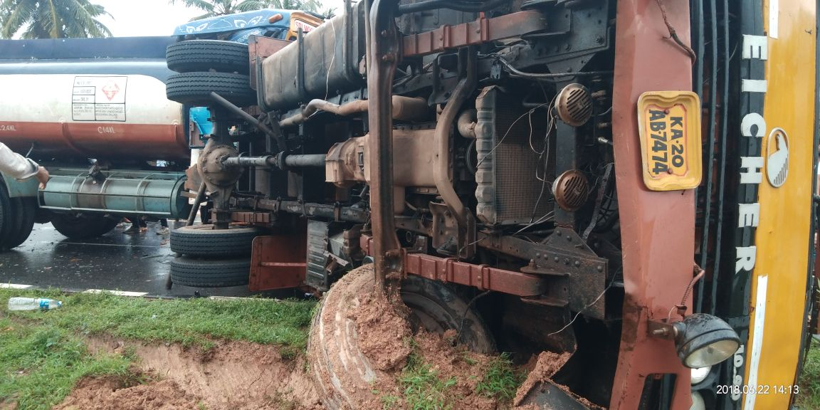 Tanker collides with Eicher vehicle, three  injured
