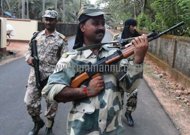 Poll Patrolling exercise - Paramilitary Forces visit kemmannu