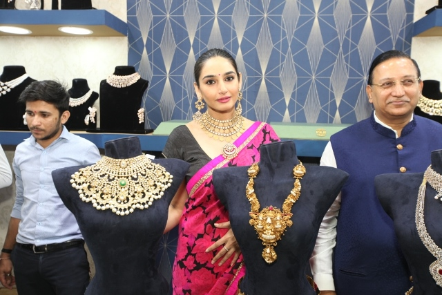 Ragini Dwivedi Inaugurates  'Asia Wedding Fair 2019'